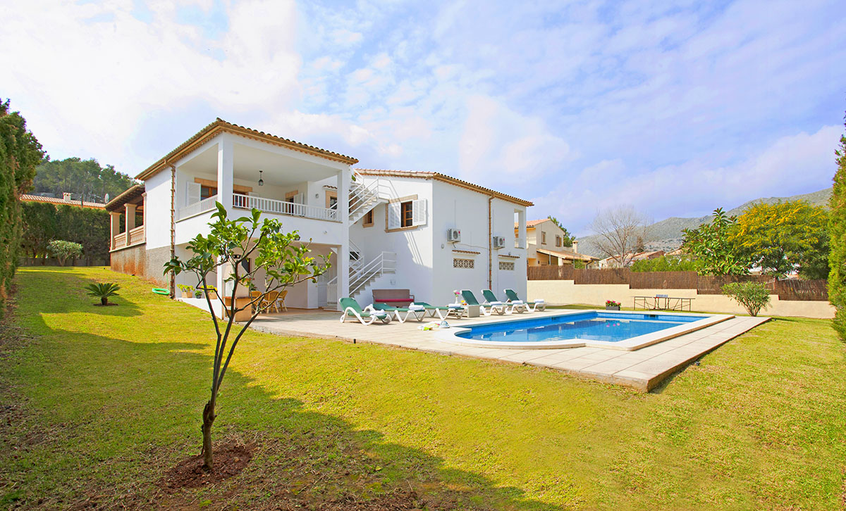 Can Tomas is a comfortable villa with heated pool in walking distance of Puerto Pollensa