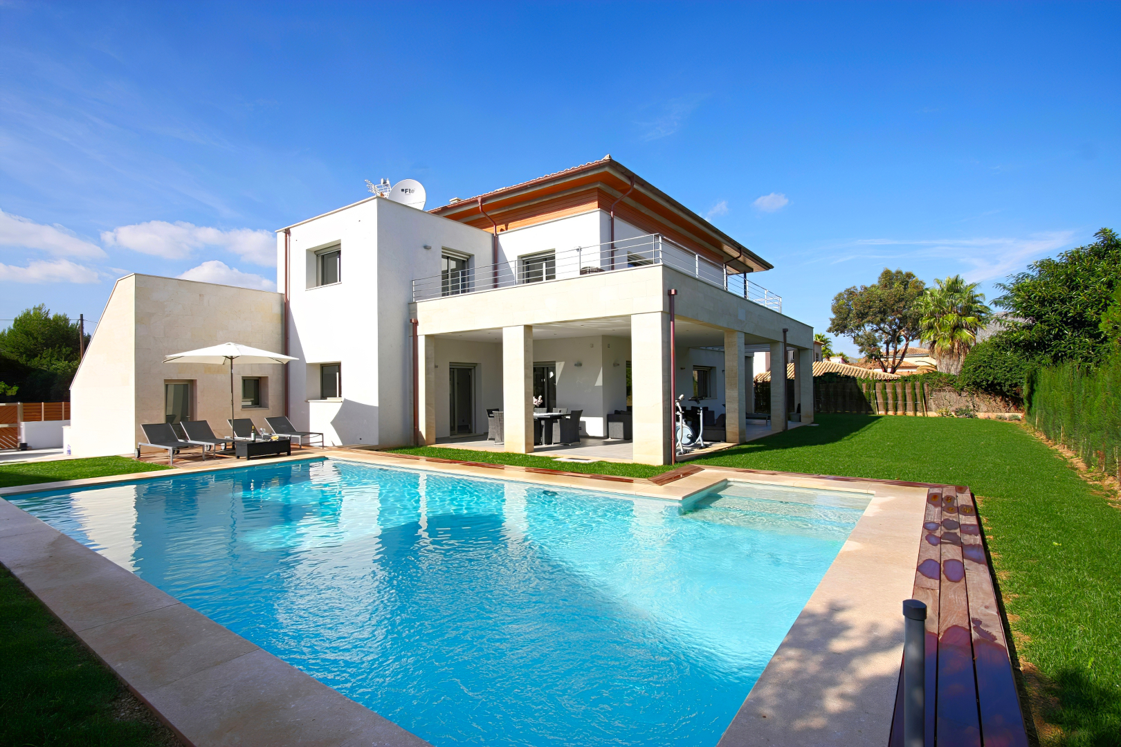 Casa Linda is a luxury villa for rent in Puerto Pollensa