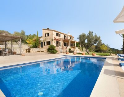 Muntalegre is a nice villa in Pollensa with spectacular sea views