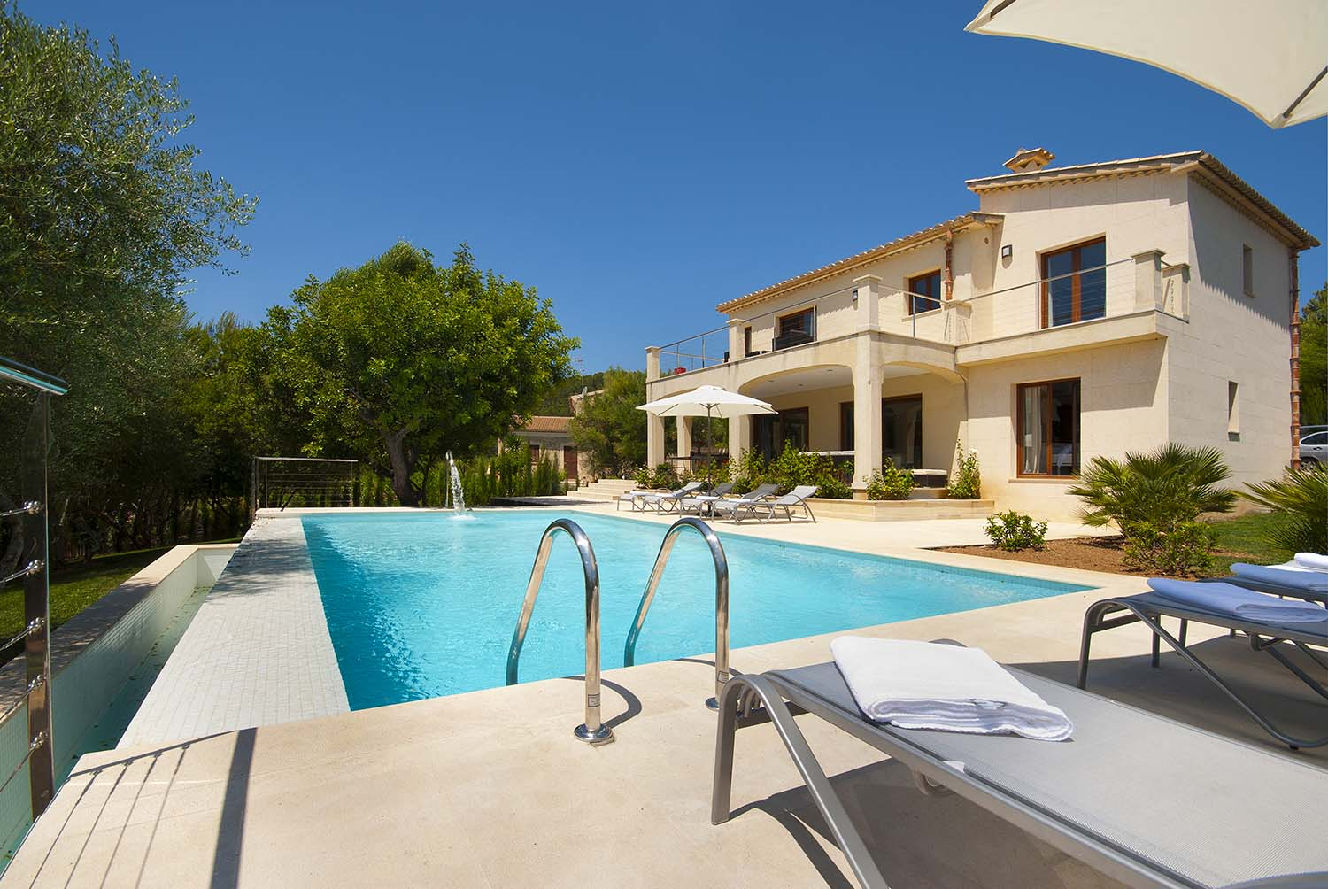 Bella Vista is a modern villa with heated pool by Pollensa