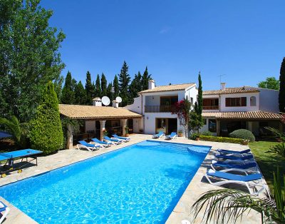 Can Toni is a spectacular 8 bedroom villa close to the beach in Puerto Pollensa