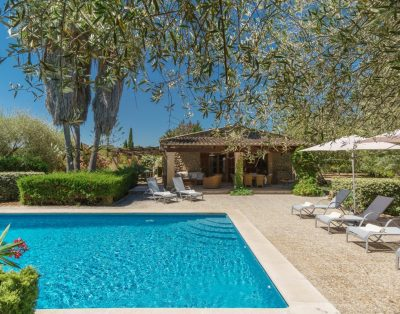 Llangana is a well equipped country villa in Pollensa